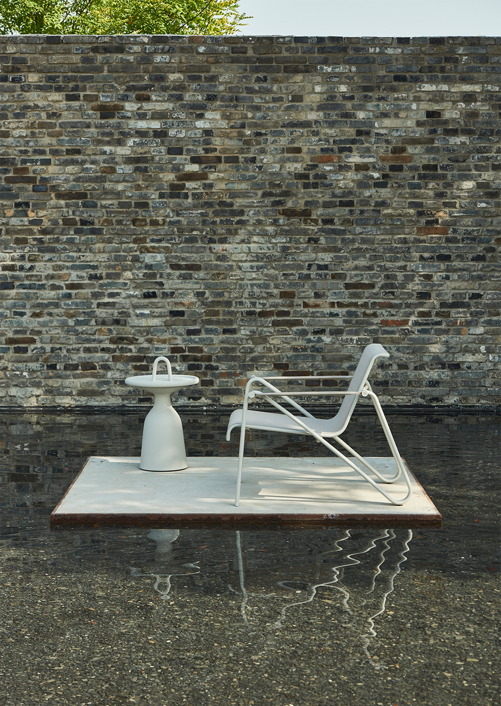 wave chair and traytable