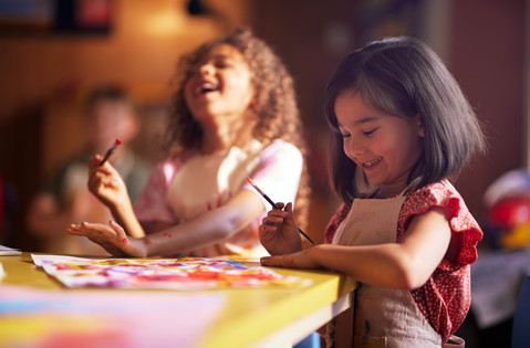 sacha_stejko_idc_kids_girls_at_painting_
