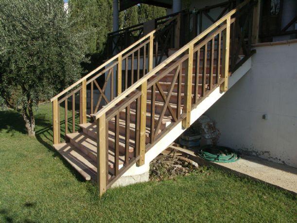 Baranda escaleras madera