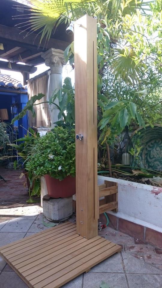 Ducha Teca decoración exterior