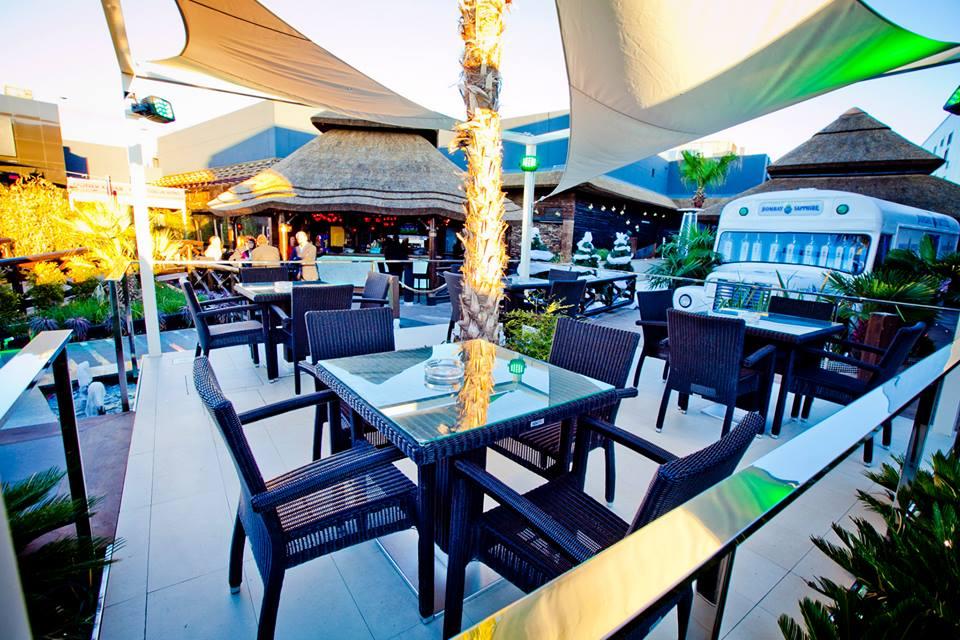 Mueble terraza: mesa para cuatro