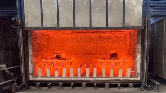 Horno a gas para tratamientos térmicos con puerta de guillotina