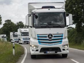 Mercedes-Benz ještě letos začne sériově vyrábět elektrické kamiony