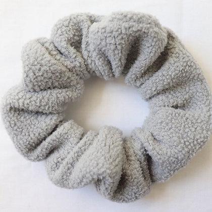 Scrunchie gris fluffy