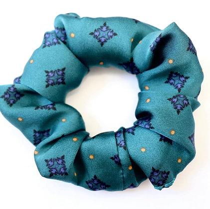 Scrunchie turquoise satiné avec motifs