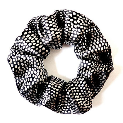 Scrunchie noir avec motifs métalliques