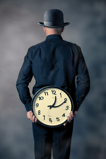 SUPERSTITION Magritte et le temps