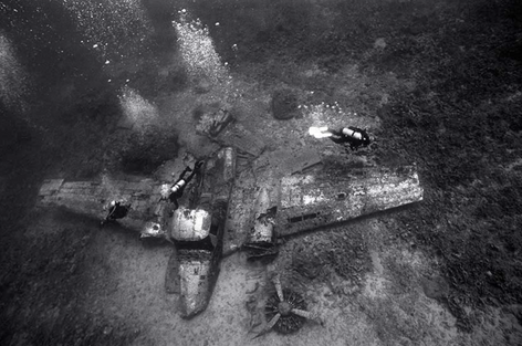 Divers above Airplane Wreckage (SP-185)