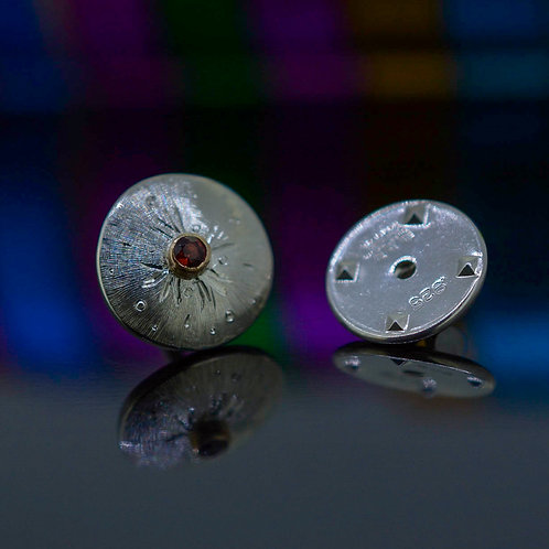 Garnet Pin, unisex