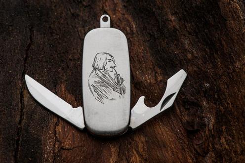 Engraved vitage pocket knife with Gogol