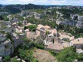 1200px-Les_Baux-de-Provence.jpg