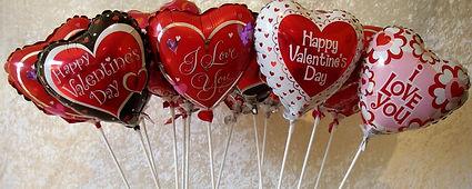 wallpapersden.com_valentines-day-hearts-