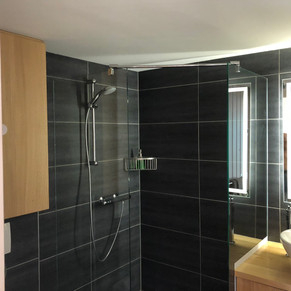 Modern Walk In Shower with underfloor heating