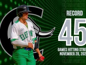 ¡69 días haciendo historia!: Prieto termina su racha con 45 juegos consecutivos bateando de hit