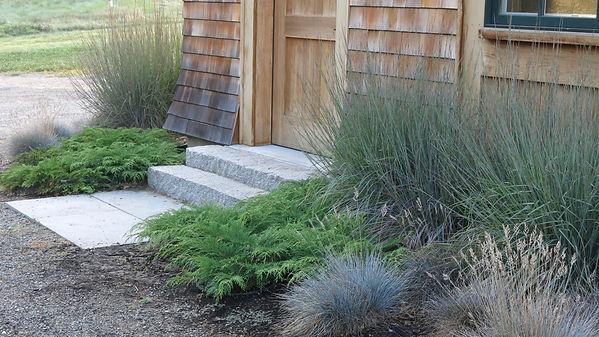 Barn-entrance-rue-sherwood-landscape-design