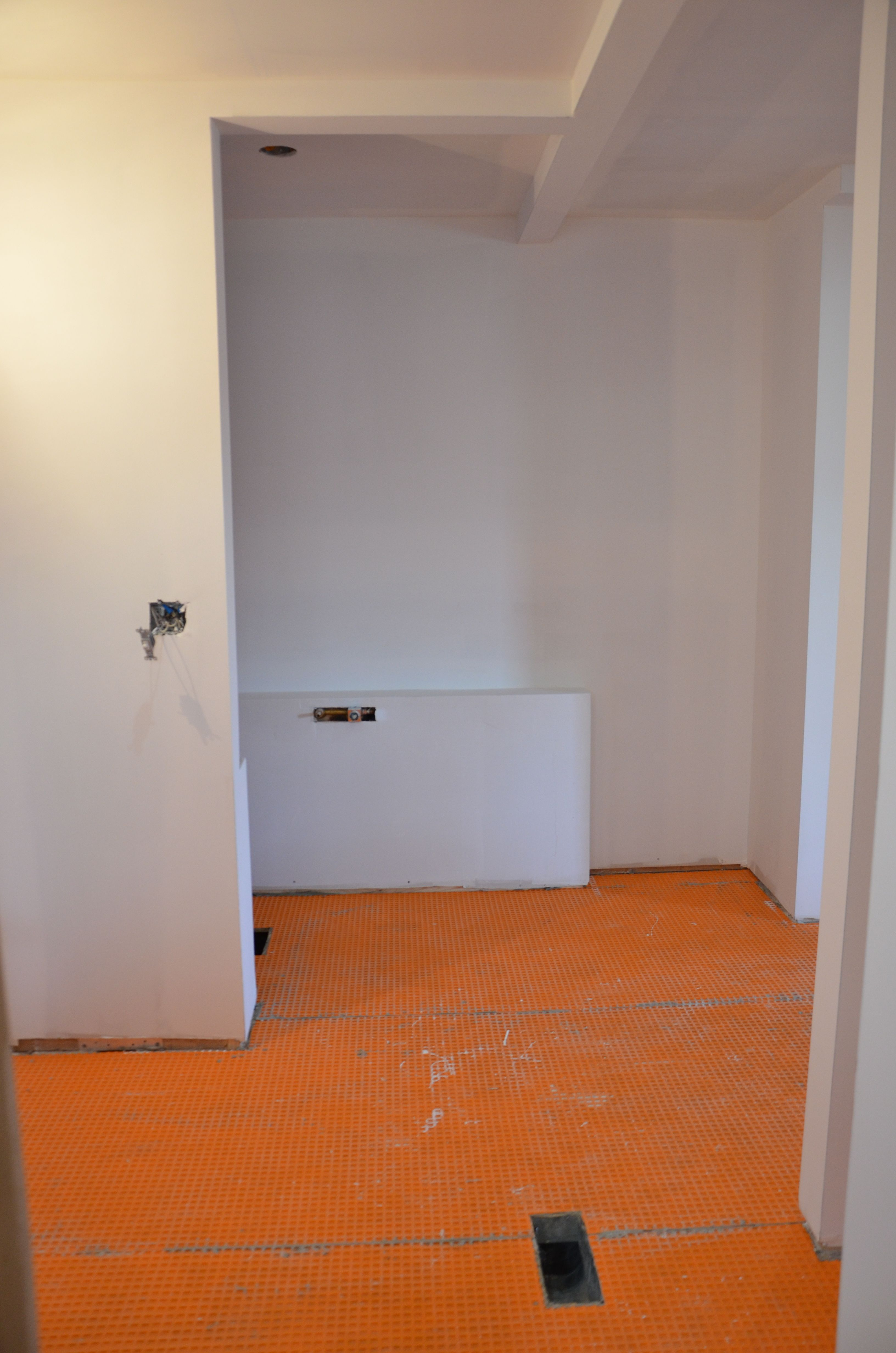 Tub area with Schluter floor