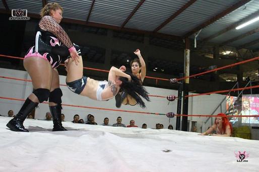 Calamity Lucha swing.jpg