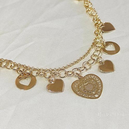 Pulseira com corações ornamentados