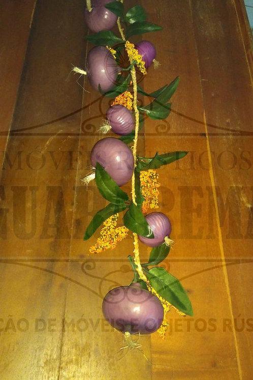 Cebolas roxas (réstea) para decoração.
