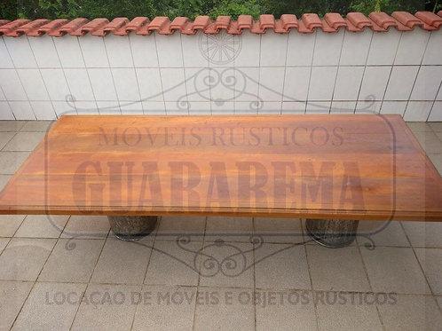 Tampo em madeira rústica (2,25m x 0,90m).
