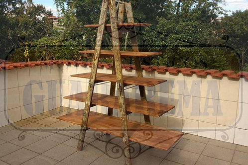 Prateleira escada em madeira 0,67m (prateleira menor) x 1,50m (prateleira maior)