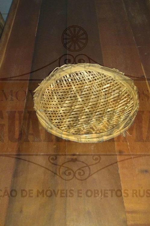 Peneira rústica artesanal pequena (0,28m diâmetro).