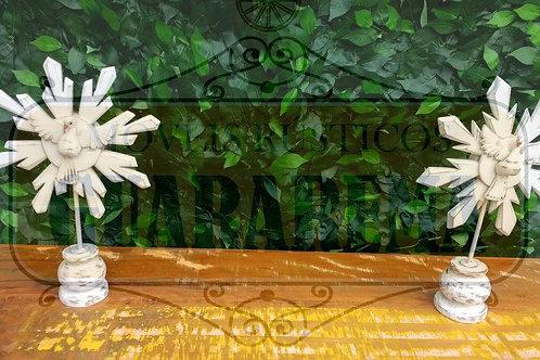Divino Espírito Santo (de mesa) branco com um resplendor 0,23 x 0,38m altura.