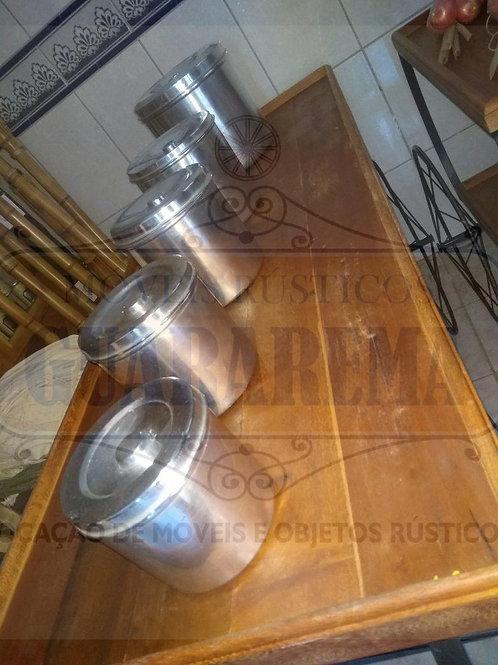 Conjunto de 05 potes antigos para mantimento em alumínio com tampas.