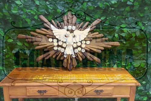 Divino Espírito Santo com dois resplendores em madeira talhada.