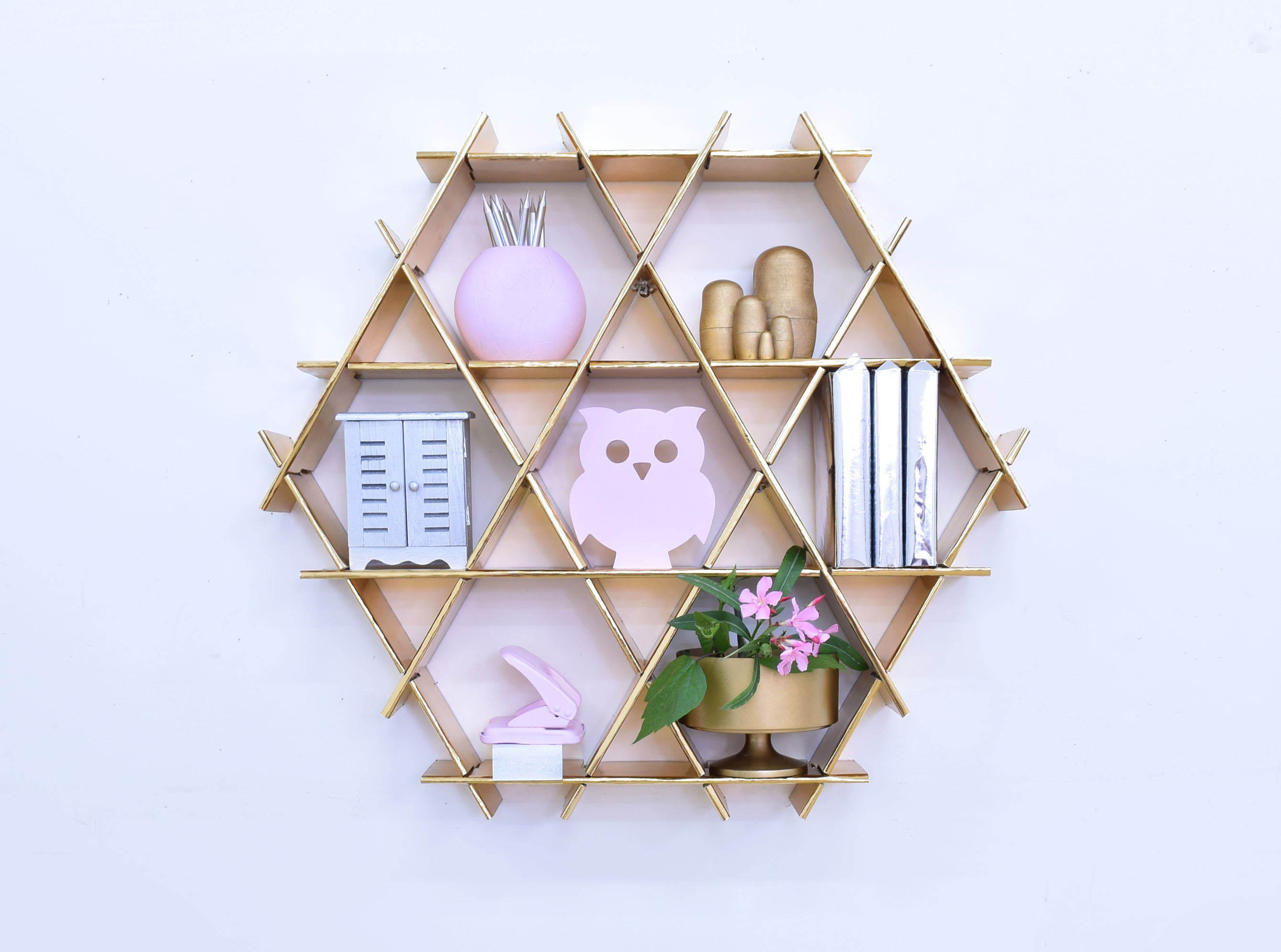 decorative items shelves