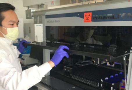 Trabajando en el laboratorio de una Nobel