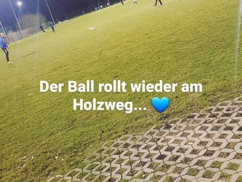 Der Ball rollt wieder am Holzweg! 🔵⚪
