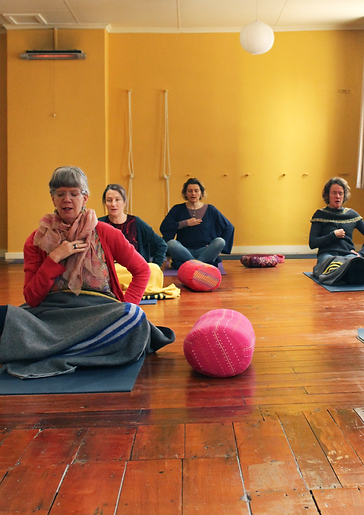 yoga-crosslegged.png