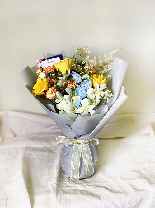 Freestyle Yellow Rose Bouquet