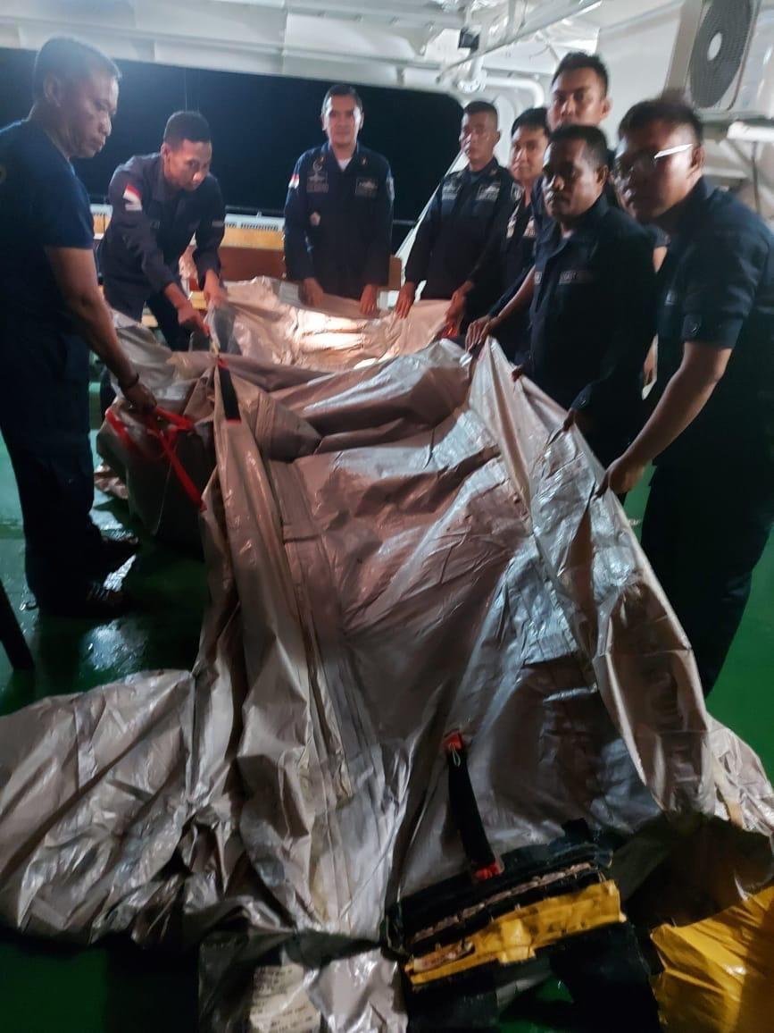 Foto: Benda diduga seluncur pesawat Sriwijaya Air SJ182 (dok Humas Ditjen Perhubungan Laut)
