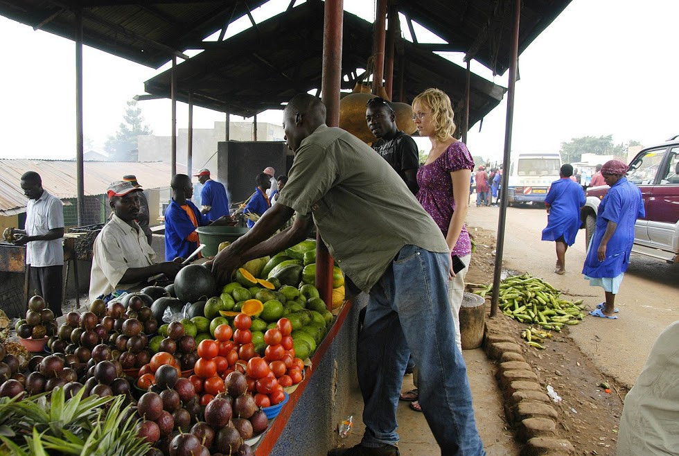 Uganda, fruits, market, shopping, vegetables, passion fruit, tomatoes, oranges,