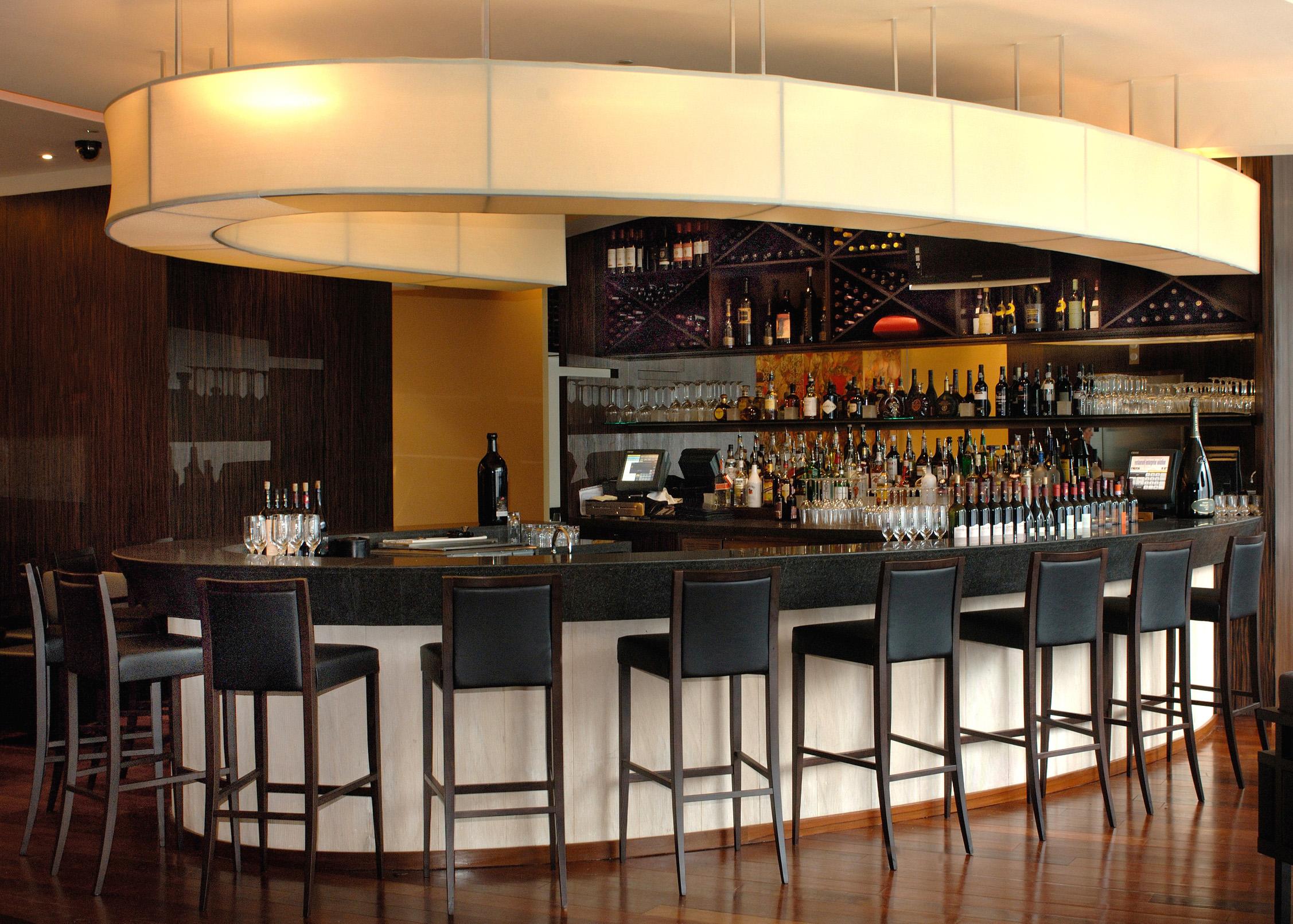 Famoso-Restaurant-Bar
