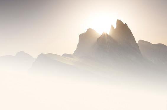 Seceda (Sunrise) - Minimalistic.jpg