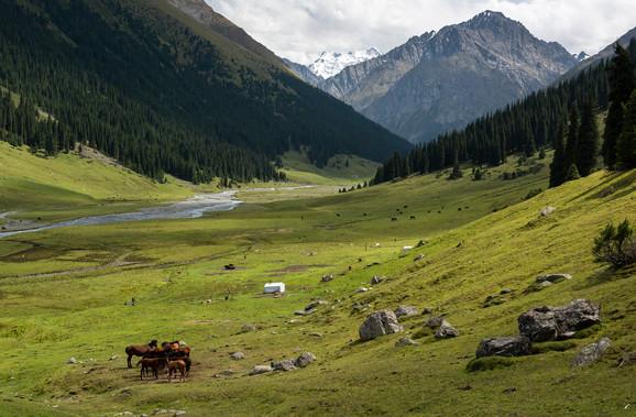 Altyn Arashan Valley.jpg