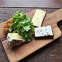 Planchette des fromages frottés, chutney d'ananas