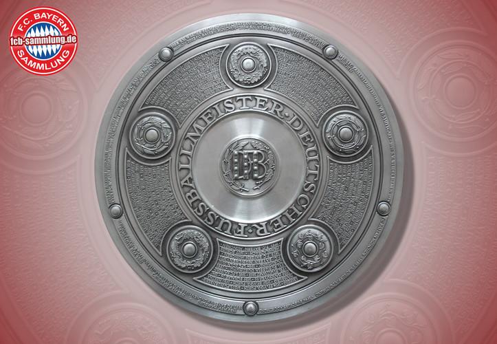 Meisterschale mit Abbildung der Deutschen Meisterschaften bis 2005  Durchmesser 23 cm  Zinn Becker, Stuttgart
