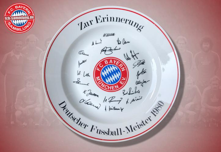 Deutscher Fußballmeister 1980  faksimilierte Signaturen der Spieler  Durchmesser 32 cm