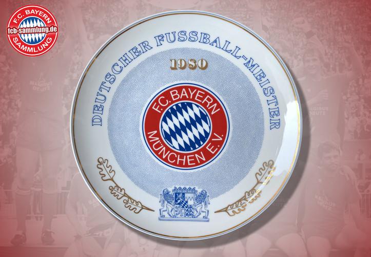 Deutscher Fußballmeister 1980  Rückseite mit Signaturen von Präsident Hoffmann und des Designers Gersteller  limitierte Auflage nummeriertes Exemplar (329)  Durchmesser 24 cm