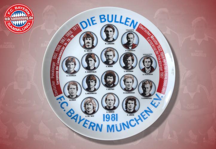 Abbildung der Spielerportraits, des Trainers Pal Csernai und Managers Uli Hoeneß, sowie der Vereinserfolge bis 1981  Durchmesser 24 cm