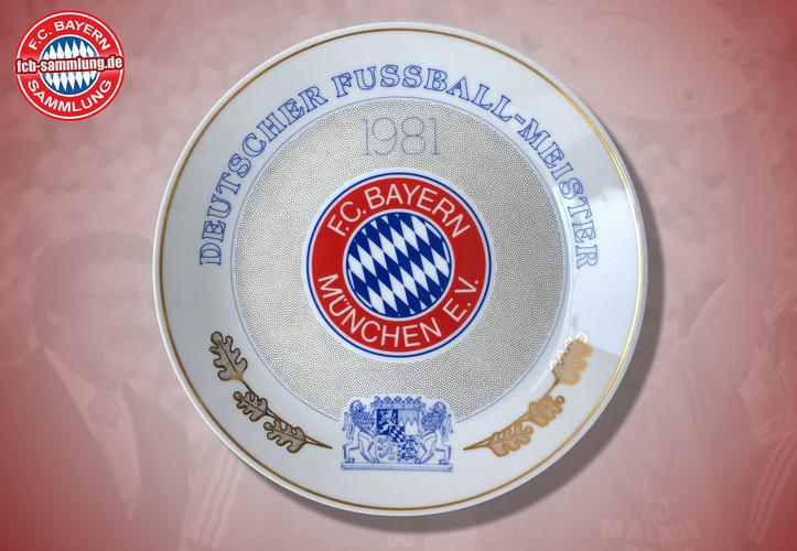 Deutscher Fußballmeister 1981  Rückseite mit Signaturen von Präsident Hoffmann und des Designers Gersteller  limitierte Auflage nummeriertes Exemplar (246)  Durchmesser 24 cm