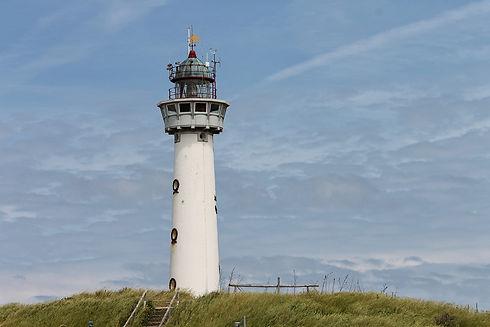 lighthouse-3516640_1920.jpg