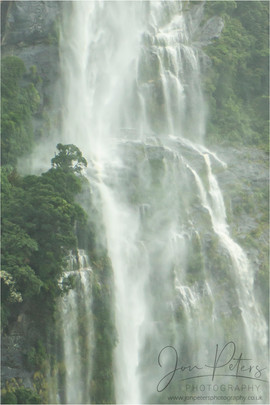 Doubtful Sound_Waterfall_01