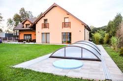 Venkovní bazén s terasou