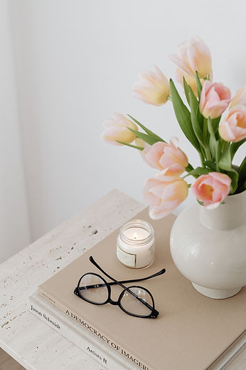 kaboompics_Tulip flowers - candle - book