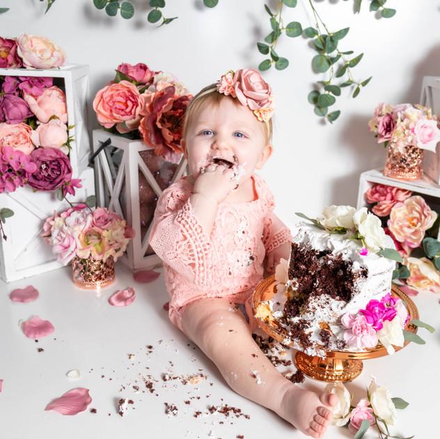 Madelyn Marsh | Cake Smash & 1-year Portraits